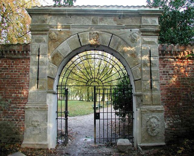 Gartenportal Schlossgarten Husum